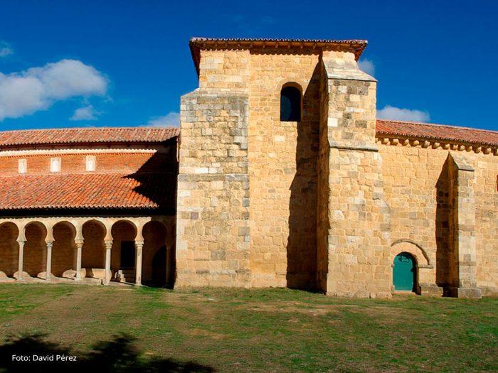 Monasrerio de San Miguel de la Escalada